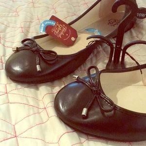 Cute NWT black flats
